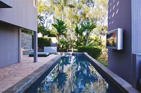 luxury outdoor bathrooms matthew perry s malibu home 13 500 000 pricey pads