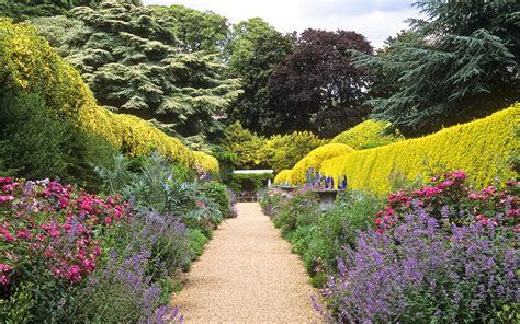 decorados in english ascott house gardens buckinghamshire uk national trust