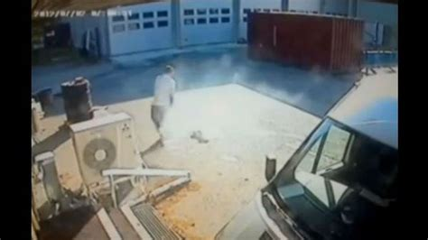 eric limer iphone 4s bursts into flames in man s pocket video
