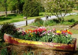 old boat flower bed flower bed out of an old boat garden beauty pinterest