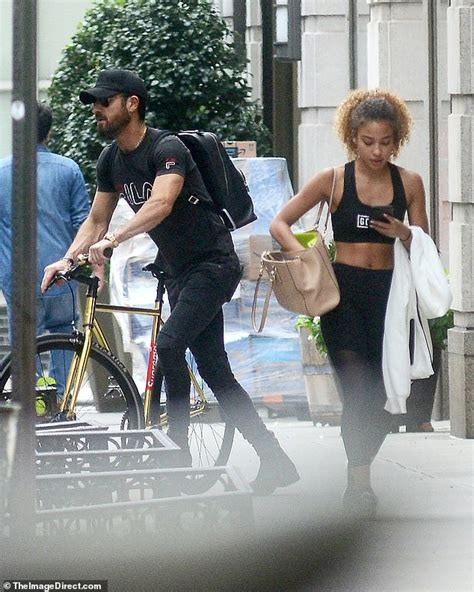 justin theroux erika cardenas justin theroux and erika cardenas leave gym together as