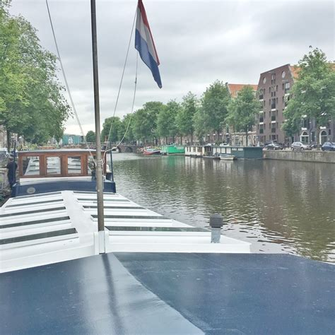 houseboat amsterdam airbnb airbnb houseboat saturnus quot amsterdam miss sue flay