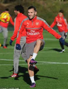alexis sanchez gloves arsenal stars shrug off the cold as they prepare for efl