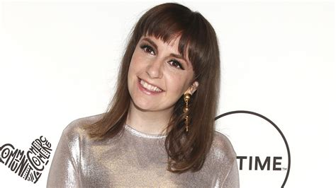 lena dunham short hair lena dunham s hair is seriously short and spiky now