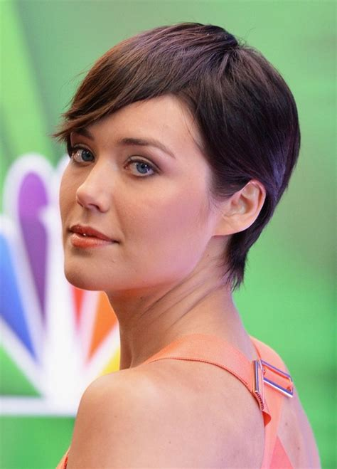 megan boone backward flow haircut side view of megan boone short pixie haircut with bangs