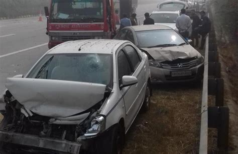 Car Fog Ls India by Dense Fog Leads To Car Pile Ups On Yamuna Expressway In Greater Noida 6 Hurt India News