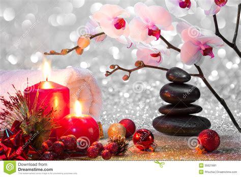 massaggio con le candele massaggi la stazione termale di natale della composizione