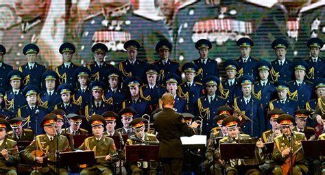 testo inno russo americani cantano inno russo in ricordo delle vittime