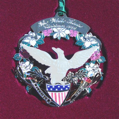 1980 white house christmas ornament 1998 buchanan wreath