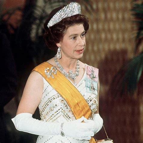 queen elizabeth biography in hindi the queen s most spectacular jewellery luxury
