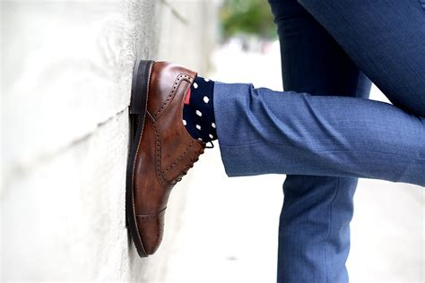 what color socks with navy suit what color socks with brown shoes blue suit style guru