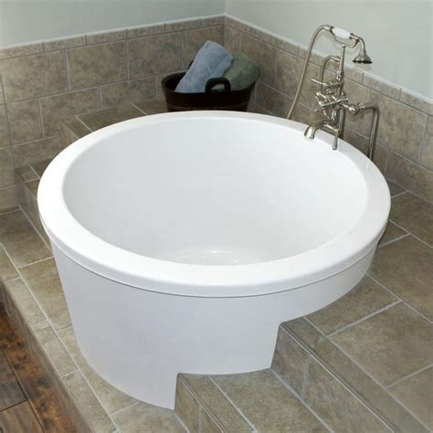 soak bathtub 1000 ideas about japanese soaking tubs on pinterest