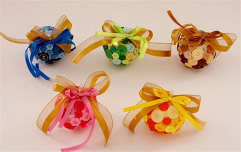Handmade Balls - tree ornaments 20 easy diy ideas