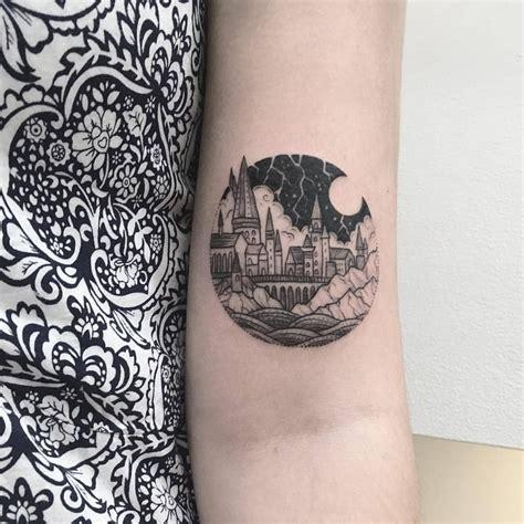 hogwarts tattoo 2 828 likes 30 comments hogwarts