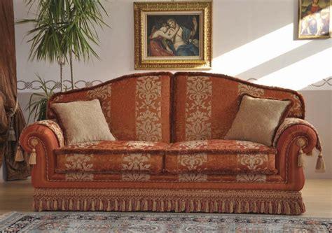 divani classici in stile divani stile classico e arte povera maglitto tendaggi