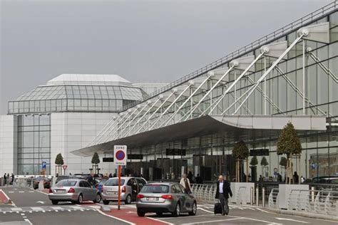 brussels airport heist nets  million  diamonds