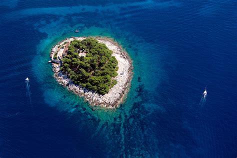 uber boat croatia fashion magazine cometrend