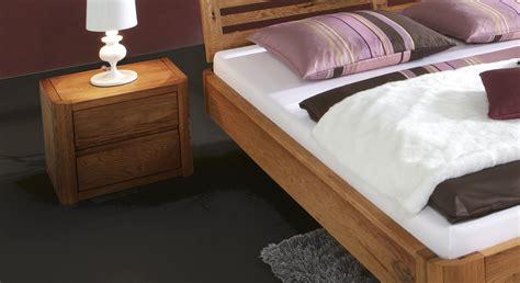 bett mit integriertem nachttisch stylisches bett salerno aus eiche g 252 nstig kaufen betten de