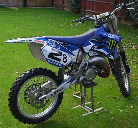 on road motocross bikes yamaha yz125 road motocross bike