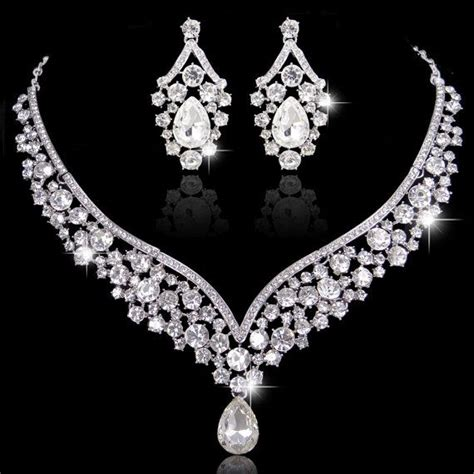 Pramesti Set by Deco Style Swarovski Jewelry Set V Shape