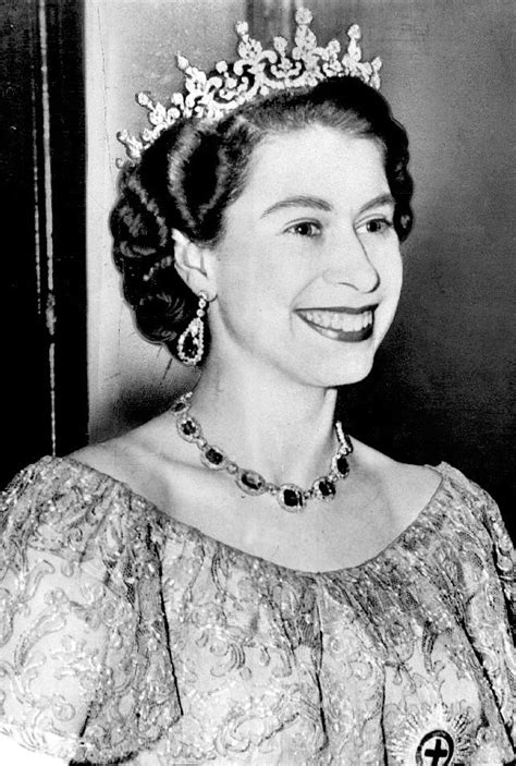 elizabeth ii last name file queen elizabeth ii 1953 dress jpg wikimedia commons