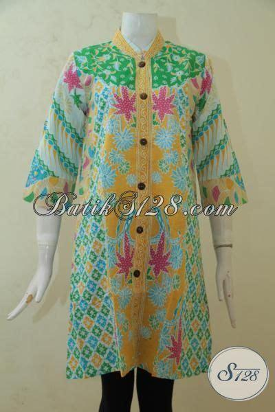 desain baju batik kantoran pakaian batik terbaru untuk perempuan kantoran baju batik