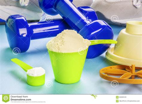 creatine 2 scoops scoops with whey protein and creatine stock photo image