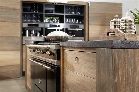 houten keuken met zwart blad stoere houten keuken met betonnen aanrecht tinello