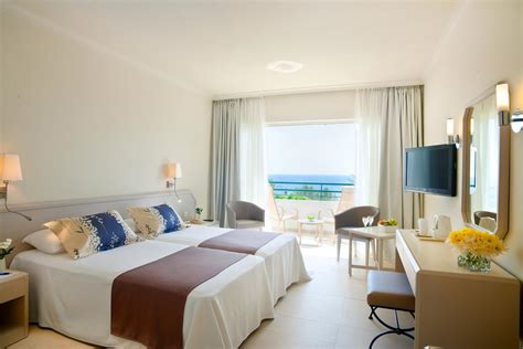 louis imperial beach plus paphos sea view hotel
