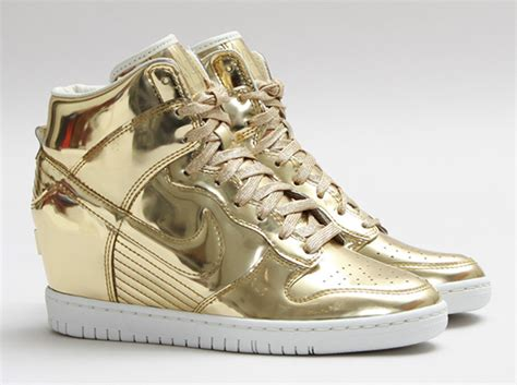 Sepatu Basket Air 5 High Money nike wmns dunk sky hi liquid gold sneakernews