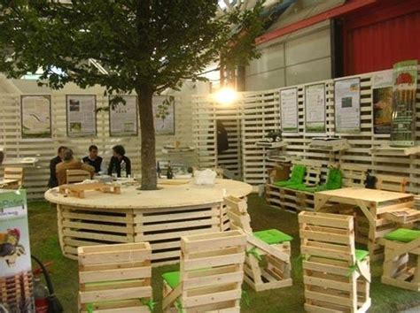 The Garden Table by 39 Outdoor Pallet Furniture Ideas And Diy Projects For Patio