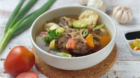 membuat hindangan tradisional sop buntut sapi  enak