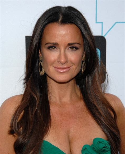 kyle richards needs to cut her hair more pics of kyle richards long wavy cut 1 of 6 hair