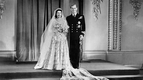 hochzeitskleid queen elizabeth von der queen bis kate die hochzeitskleider der
