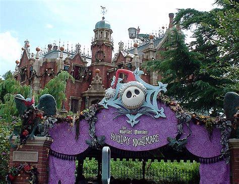 the sights of haunted mansion holiday at disneyland the tokyo disney resort 2004