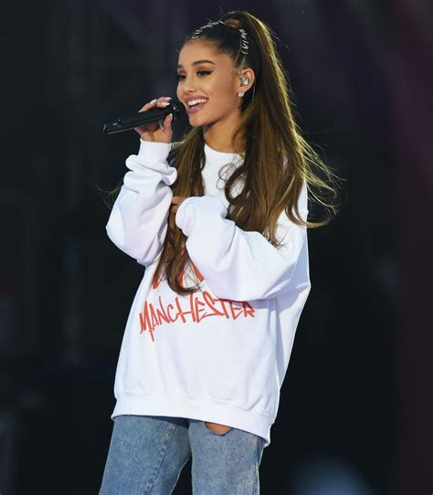 imagenes one love one live cele bitchy ariana grande s one love manchester