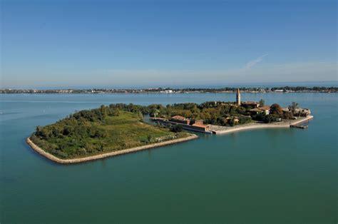 testo l isola non ce lo stato mette all asta l isola veneziana di poveglia ma
