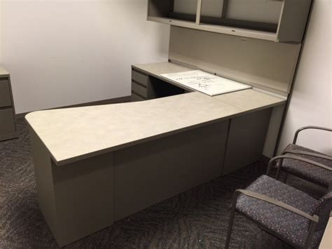 Steelcase Reception Desk Used Office Desks Used Steelcase Quot L Quot Shape Desk With Hutch At Furniture Finders