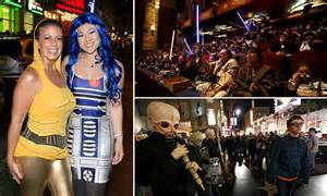 opening night fan event star wars star wars the force awakens thrills fans and earns