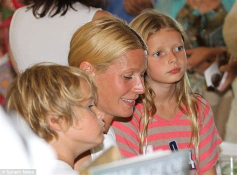 apple martin eye problem gwyneth paltrow attends book launch with lookalike