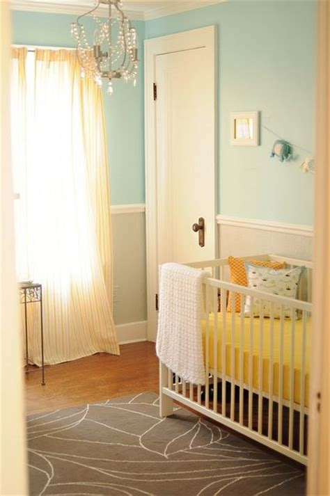 nursery chair rail like the two colored walls and chair rail room