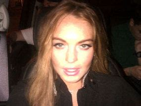 Lohan Kicked Out Of A Hotel by Lindsay Lohan Banned From Hotel After 163 30 000 Bill Mix