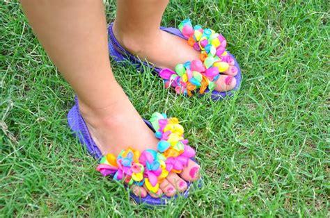 Running with glitter water balloon flip flops