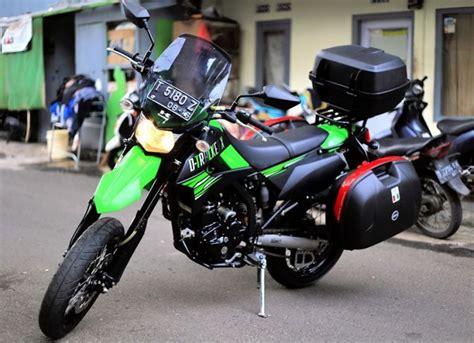 Box Bagasi Tengah Motor Revo sebelum mulai bikepacking dengan sepeda motor kesayangan