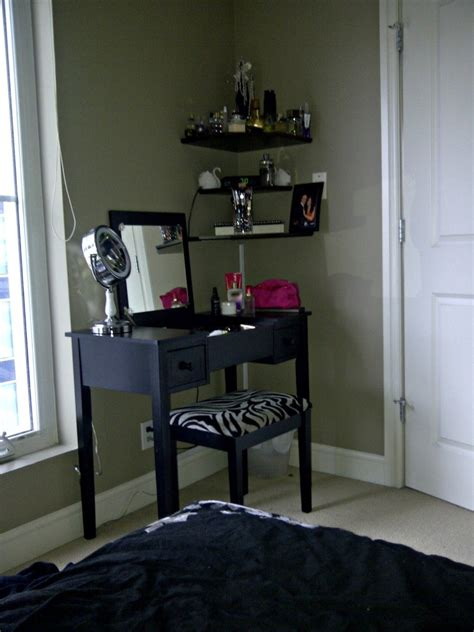 Bedroom Vanity by Small Bedroom Vanity Small Bedroom Vanity Sets Actionitemband Best Ideas About Small Makeup