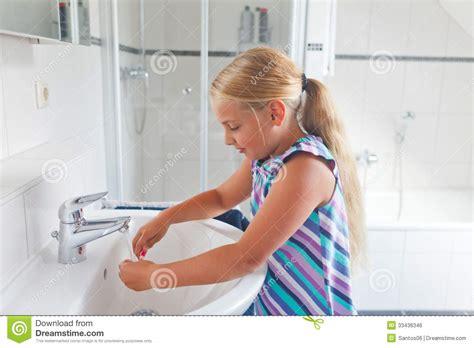 little girl going to the bathroom little girl going to the bathroom 28 images little