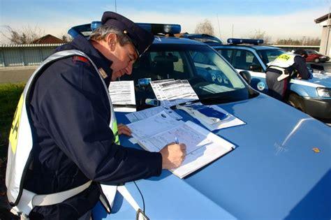 test antidroga polizia da stasera controlli a raffica della polizia stradale in