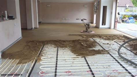 Reinforced sand and cement screed with fibres.