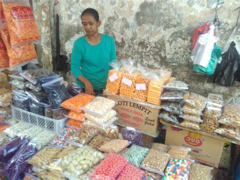 Keripik Singkong Tugu pedagang kue mulai ramaikan pasar tugu bandar lung 5 hari dapat untung rp750 ribu jejamo