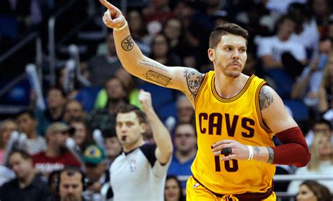 who is the cavaliers player with the high hair cavs mike miller intends to pick up player option